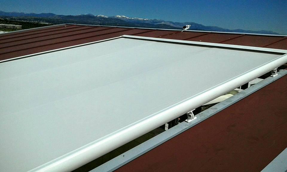 Montaje de toldo plano veranda en galapagar for Piscina galapagar